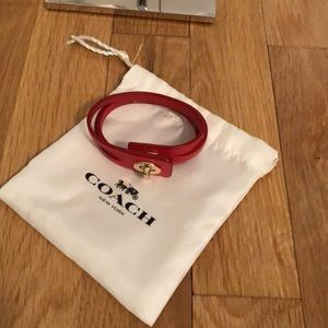 Coach leather turnlock  bracelet